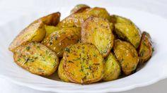 Cartofi la cuptor / C - Asociatia Veganilor din Romania Romanian Food, Pinterest Recipes, Health Diet, Potato Recipes, Baked Potato, Breakfast Recipes, Good Food, Food And Drink, Easy Meals