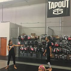 wwenxt We had two very special guests come to the PC today and teach our Superstars some tips on self defense! @evetorresgracie @renergracie  2017/08/30 03:01:59