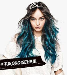 Ya no hace falta viajar a Londres para volver con el pelo rosa, azul o verde. LOréal Paris presenta #COLORISTA, una nueva gama de coloración en casa con apetecibles TONOS PASTEL. #spray #tinte #washout #teñirse #color #cabello #pelo #lorealparis #loreal #paris #colorista #pelorosa #degradado #ombre #tendencias2017 #tendenciascabello2017 #tendenciaspeinados2017 www.theunlimitede...