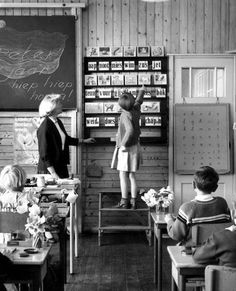 Aap-Noot-Mies / Primer in the classroom Good Old Times, The Good Old Days, Holland, Internal Monologue, Vintage School, Teaching Reading, Learning, Teaching Literature, Growth Mindset