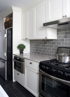 Grey black and white kitchen tiles black and white tile kitchen country strong kitchen black and . grey black and white kitchen tiles white subway Ugly Kitchen, White Kitchen Cabinets, Kitchen Redo, New Kitchen, Kitchen Dining, Stylish Kitchen, Kitchen Modern, Dark Cabinets, White Cupboards
