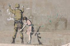 Robert Banks, ou Banksy é grafiteiro, pintor, ativista político e diretor de cinema. artista britânico, cujo seus trabalhos em estêncil são encontrados e