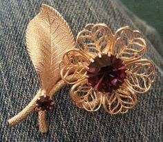 VINTAGE FLOWER PIN BROOCH GOLD TONE PRONG SET PURPLE STONES