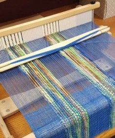 How to Spin and Weave Thick and Thin Yarn – Gherkin's Bucket Collaboration – Schacht Spindle Company Weaving Tools, Card Weaving, Weaving Projects, Weaving Art, Loom Weaving, Tapestry Weaving, Art Projects, Loom Knitting Patterns, Weaving Patterns