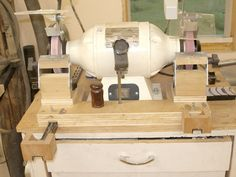 Sharpening station with homemade wolverine arms Woodshop Tools, Used Woodworking Tools, Old Tools, Woodworking Workshop, Woodworking Projects, Sharpening Tools, Lathe Tools, Chisel Sharpening, Woodturning Tools