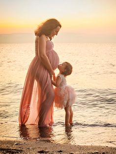 Outdoor Maternity Photos, Maternity Photography Outdoors, Maternity Poses, Maternity Portraits, Maternity Photographer, Boudoir Photography, Maternity Dresses, Sister Maternity Pictures, Family Maternity Photos