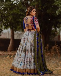 In this post, you can find many best Navratri Dress Images and Navratri Outfit. if you want to buy it or want it in rent you can check this post. Garba Dress, Navratri Dress, Lehnga Dress, Chaniya Choli For Navratri, Lehenga Blouse, Lehenga Choli, Choli Blouse Design, Choli Designs, Saree Blouse Designs