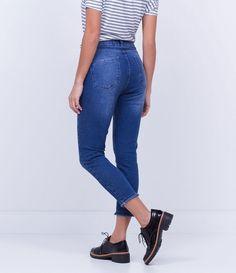 Calça feminina  Cropped  Com barra desfiada  Marca: Blue Steel  Tecido: Jeans elastano  Composição: 98% algodão, 2% elastano  Modelo veste tamanho: 36       Medidas da modelo:     Altura: 1,73  Busto: 89  Cintura: 60  Quadril: 90       COLEÇÃO INVERNO 2016     Veja outras opções de    calças femininas.