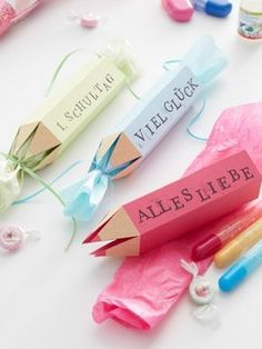 Creative gift wrapping for the beginning of school- Kreative Geschenkverpackung zum Schulanfang Creative packaging – the best gifts for … - Creative Gift Packaging, Creative Gift Wrapping, Creative Gifts, Diy Wrapping, Wrapping Papers, Beginning Of School, First Day Of School, Back To School, Starting School
