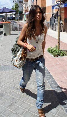 sara carbonero, baggy jeans