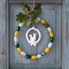 DIY - Herbstdeko: kleiner Kranz aus Eicheln Solar Lights, Diy And Crafts, Beaded Necklace, Fairy, Gifts, Wedding, Home Decor, Cactus Plants, Succulents