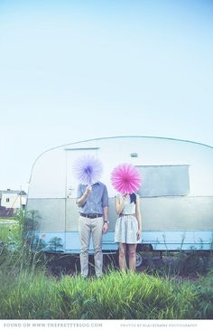 Engagement shoot with vintage caravan & quirky props | Photography: Blackframe Photography