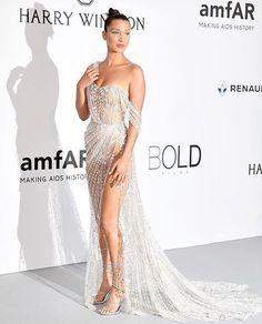 Uau! #BellaHadid escolheu um vestido poderoso para o baile do @amfar em #Cannes com direito a cristais fenda e transparências.  via L'OFFICIEL BRASIL MAGAZINE INSTAGRAM - Fashion Campaigns  Haute Couture  Advertising  Editorial Photography  Magazine Cover Designs  Supermodels  Runway Models