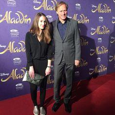 Journalist Gerhard Delling mit Tochter Louisa bei Disneys #Aladdin #AladdinHamburg Premiere