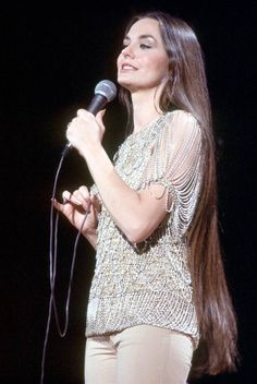 Crystal Gayle with 'short' hair.