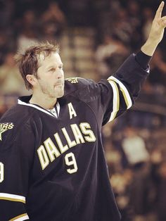 Mike Modano, Dallas Stars Forever in our hearts. Stars Hockey, Hockey Teams, Sports Teams, Hockey Baby, Ice Hockey, Mike Modano, Hockey Pictures, Sport Icon, Texas Rangers