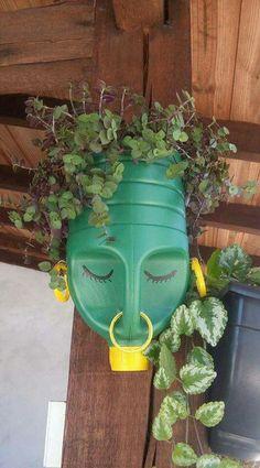 Plastic Bottle Planter, Reuse Plastic Bottles, Plastic Bottle Crafts, Recycled Bottles, Bottle Garden, Diy Bottle, Recycled Garden, Recycled Art, House Plants Decor