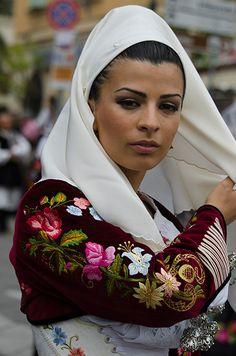 neroargento > photos album > Cavalcata Sarda 2013 Foto Gallery Iranian Beauty, Muslim Beauty, Caucasian Race, Costumes Around The World, Ethnic Dress, Hijab Dress, Folk Costume, People Of The World, Traditional Outfits