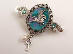 Kleine Haarspange mit Pegasus in türkis rosa von Schmucktruhe
