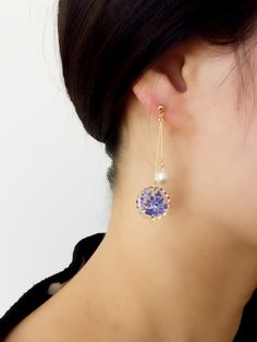 A diamond stud earring is made up of just one completely cut diamond, set in fine silver or gold. The simplicity of the style itself is its own selling point. Resin Jewelry, Diy Jewelry, Jewelery, Jewelry Making, I Love Jewelry, Modern Jewelry, Cute Earrings, Beaded Earrings, Diy Resin Crafts