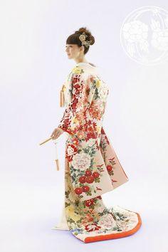 Japanese style bridal dress Kimono Uchikake Sensu