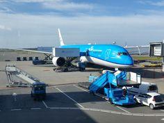 Na een prettige vlucht met de nieuwe dreamliner van de KLM zijn we in Hangzhou aangekomen. Er wordt rechtstreeks gevlogen op deze stad vanaf Amsterdam. Ideaal. #KLM #Dreamliner #Schiphol