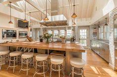 Billy Joel's Hamptons Beach House With Amazing Chef's Kitchen Billy Joel, Celebrity Kitchens, Celebrity Houses, Celebrity Style, Kitchen Butlers Pantry, New Kitchen, Kitchen Board, Basement Kitchen, Kitchen Ideas
