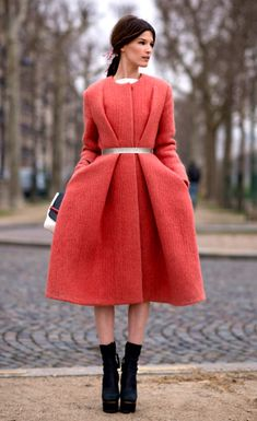 Street Style: Coral Coat & Colorblock Tote