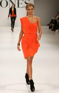 <3  Orange Dress #2dayslook #sunayildirim #OrangeDress  www.2dayslook.com