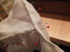 Den andre sømmen her må strekkes litt. Sewing Clothes, Vest, Gift Wrapping, Quilts, Tutorials, Patterns, Decor, Sew Pattern, Hardanger