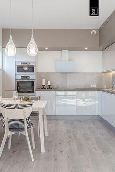 Cocinas de estilo moderno de Pracownie Wnętrz Kodo Most Popular Kitchen Design Ideas on 2018 & How to Remodeling Home Decor Kitchen, Kitchen Furniture, New Kitchen, Home Kitchens, Kitchen Dining, Kitchen Ideas, Kitchen Cabinets, Life Kitchen, Kitchen Walls