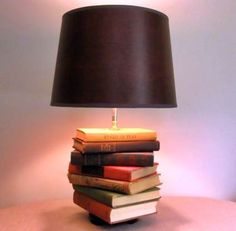 Creative DIY Book Projects – Page 2 – Craft projects for every fan! Book Projects, Craft Projects, Book Lamp, Bedside Table Lamps, Interior Exterior, Book Crafts, Lampshades, Easy Diy, Lights