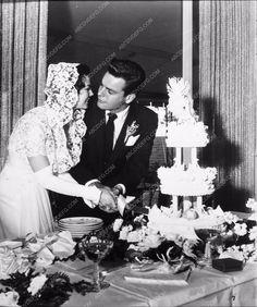 news photo Robert Wagner Natalie Wood cutting their wedding cake 1919-34