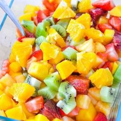 Fruit Salsa Recipe with No Added Sugar. Quick and easy healthy snack recipe. Serve this fruit salsa with cinnamon chips, over greek yogurt, or even plain. Fruit Salad Recipes, Mexican Food Recipes, Best Salsa Recipe, Summer Drink Recipes, Detox Recipes, Yummy Recipes, Yummy Food, Healthy Recipes, New Fruit