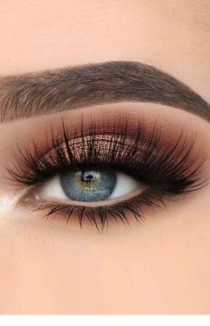 30 Hochzeit Make-up-Ideen für blaue Augen , 39 Top Rose Gold Makeup Ideas To Look Like A Prom Makeup Looks That Will Make You the Belle of the Sexy Eye Make Up Looks for Brown Eyes to Give… Makeup Eye Looks, Blue Eye Makeup, Cute Makeup, Skin Makeup, Eyeshadow Makeup, Makeup Brushes, Beauty Makeup, Eyeshadows, Beauty Tips