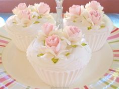 Cupcakes Flower #CupCakes #Flower #Baking.Little rose cakes