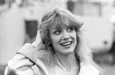 Nancy Wilson, absolutely stunning in 1978 Nancy Wilson Heart, Melissa Auf Der Maur, Classic Singers, Wilson Sisters, 70s Hair, Sisters By Heart, Women Of Rock, Women In Music, Fashion Idol