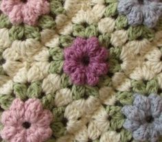 [Video Tutorial] These Granny Squares Make A Lovely Crochet Puff Stitch Flower Blanket