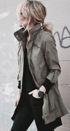 Military Fashion Trend Report - Yeah, We Would Wear It - Outfit Ideas - 2015 Fashion Trends, Trend Fashion, Estilo Fashion, Look Fashion, Fall Fashion, Feminine Fashion, High Fashion, Fashion 2018, Fashion Women