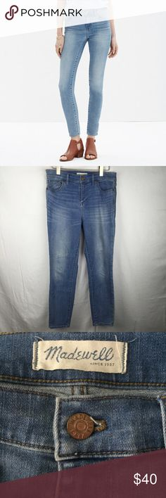 """Madewell high riser crop size 29 medium wash This is a great pair of Madewell high riser crop pants. Size 29 medium wash. Waist 30"""" rise 10.5"""" inseam 25"""". Mint condition. Madewell Jeans Ankle & Cropped"""