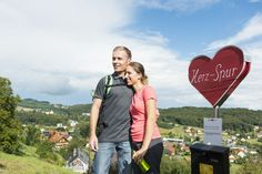 """Die """"Herzspur"""" Wandertour in Bad Gleichenberg #badgleichenberg #regionbadgleichenberg Berg, Couple Photos, Couples, Vacation, Couple Shots, Couple Photography, Couple, Couple Pictures"""