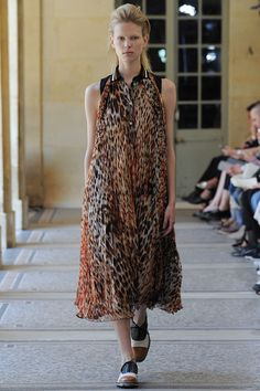 See all the Collection photos from Bouchra Jarrar Autumn/Winter 2014 Couture now on British Vogue Couture Looks, Haute Couture Fashion, Couture Collection, Designer Collection, Winter Collection, Bouchra Jarrar, Animal Print Fashion, Animal Prints, Vogue
