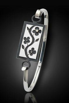 Sumi-E Bracelet - tension closure