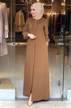 Hijab Fashion Summer, Frock Fashion, Abaya Fashion, Fashion Outfits, Mode Abaya, Mode Hijab, Beautiful Gown Designs, Hijab Evening Dress, Moslem Fashion