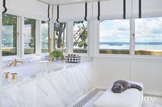 Beautiful Elevated tub with View