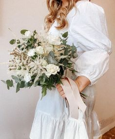 White and green bridal bouquet with a lot different textures  __________________________________ @roandraff  #weddingtrend2020 #wedding2020 #brud #bride #bouquet #whiteroses #cleanstile #love #trend #fashion #oslo #norway #norge #grandhotel #weddingphotography #weddingphotos