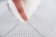 Attaching the collar on the Banksia Blouse // tutorial on Megan Nielsen Design Diary