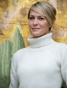 Robin Wright at the 'House Of Cards' Press Conference at The London. Vanity Fair, Robin Wright Haircut, Photoshoot Inspiration, Hair Inspiration, Claire Underwood Style, Short Hair Cuts, Short Hair Styles, Mom Hairstyles, Long Pixie