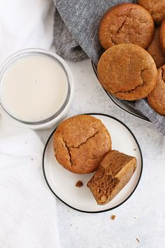 Paleo Almond Butter Banana Muffins - These amazing paleo muffins are grain free gluten free dairy free and completely delicious! Make them in the blender or a food processor if you like! Greek Yogurt Breakfast, Paleo Breakfast, Breakfast For Kids, Breakfast Ideas, Breakfast Muffins, Free Breakfast, Breakfast Recipes, Grain Free, Dairy Free