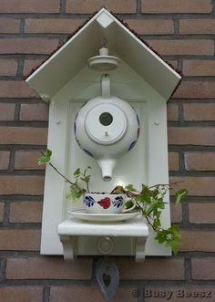 teapot birdhouse - theepot vogelhuisje by lela Bird House Feeder, Bird Feeders, Garden Crafts, Garden Projects, Teapot Birdhouse, Outdoor Projects, Outdoor Decor, Bird House Kits, Bird Aviary